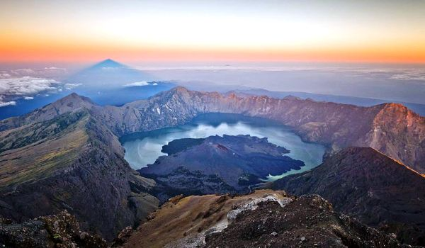Mount Rinjani Trekking 8 Days 7 Nights