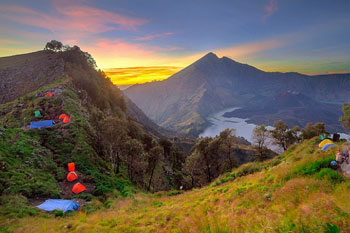 Rinjani Trekking: 4 Days 3 Nights Via Senaru Route
